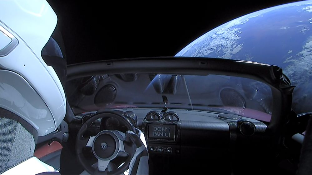 Elon_Musk%27s_Tesla_Roadster_%2840110298232%29